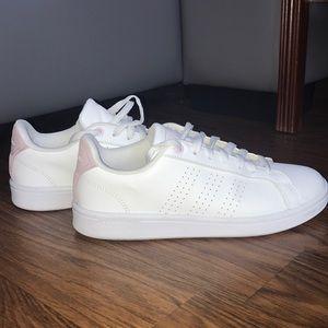 Classic Adidas sneakers lightly worn, Sz 7